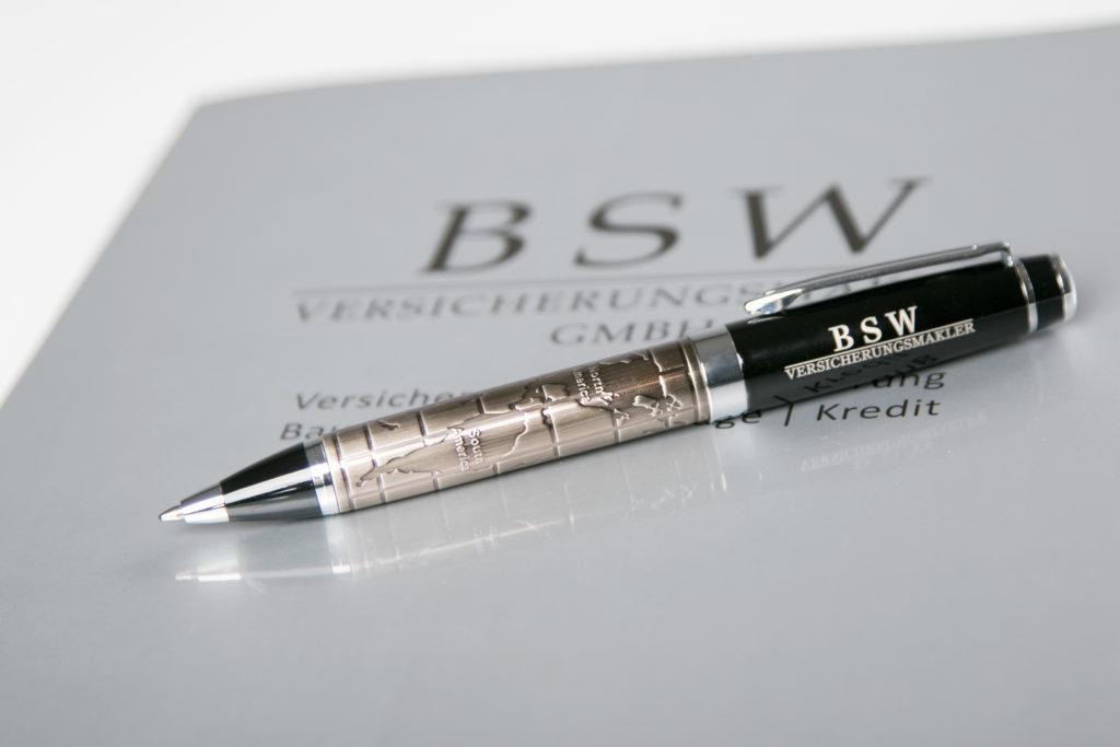 Kugelschreiber auf BSW Versicherungsmakler Mappe